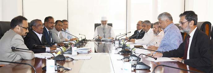 Anwar Hossain Chowdhury, Chairman, Board of Directors of Islamic Finance and Investment Limited (IFIL), presiding over its 255th meeting at its head office in the city on Sunday. S M Bakhtiar Alam, Vice-Chairman, Rezakul Haider, EC Chairman, Mohammed Nurul Amin, Audit Committee Chairman, Anis Salahuddin Ahmad, Hossain Mahmud, Liaquat Hossain Moghul, KBM Moin Uddin Chisty, Directors and A Z M Saleh, CEO of the company were also present.