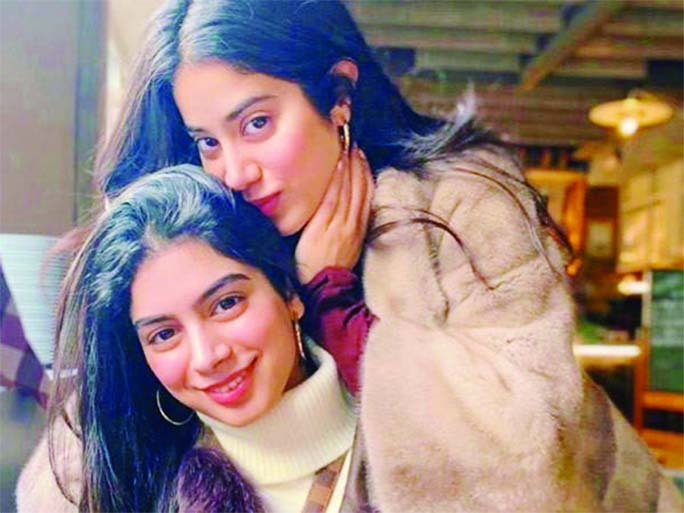 Janhvi pens a funny post for sister Khushi