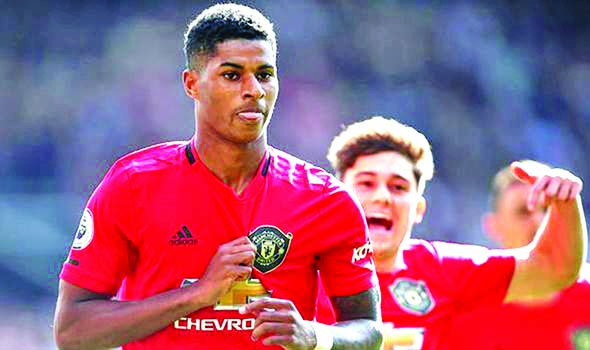 Rashford penalty edges Man United past Leicester