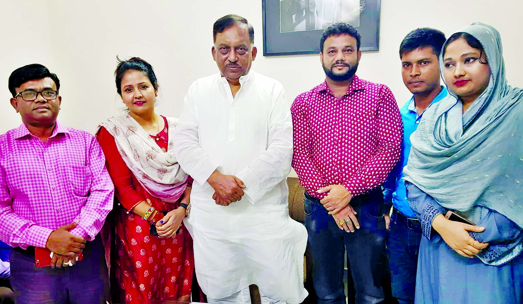Chairman of Human Rights Society Anwar-e-Taslima along with its five members paid a courtesy call on Home Minister Asaduzzaman Khan Kamal at the latter's personal office in the city's Dhanmondi on Monday.