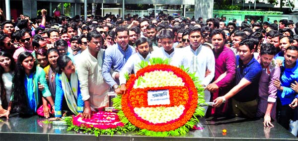 Al-Nahean Khan Joy, acting president of Bangladesh Chhatra League and Lekhak Bhattacharjee, acting general secretary placing wreaths at the portrait of Father of the Nation Bangabandhu Sheikh Mujibur Rahman at Dhanmondi 32 on Monday.-