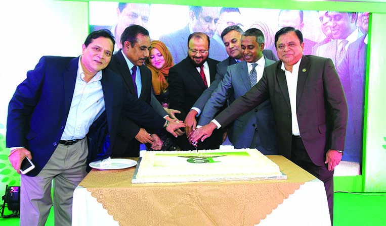Syed Rafiqul Haque, AMD of Mutual Trust Bank Limited along with Sheikh Mohammad Maruf, AMD of City Bank Limited, inaugurating the 19th founding anniversary of Eon Group of Industries at Eon Convention Center in the city recently as chief guest. MominUd Dowlah, Chairman and other executives of the group were also present.