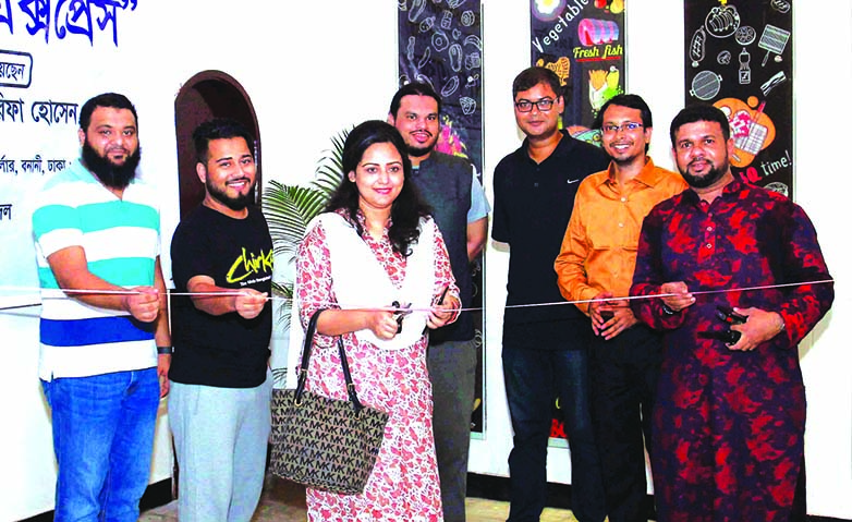 Chirkutt Band vocalist Sharmin Sultana Sumi, inaugurating the Authentic Kabab Express outlet at city's Banani area recently as chief guest. Md Faruque Hossain, Executive Chairman of National Skills Development Authority (NSDA)  and local elites were also present.