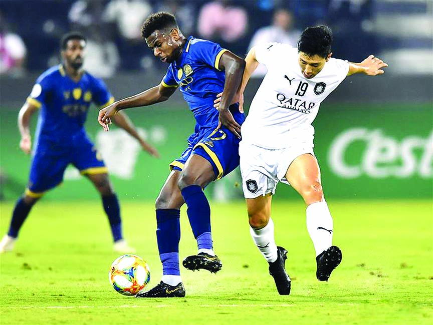 Nam Tae-hee (right) of Qatar's Al Sadd, vies with Abdullah Al-Khaibari of Saudi's Al-Nassr, during their second leg of the quarterfinal match at the AFC Championships League in Doha, the capital city of Qatar on Monday.  Al Sadd won the match 3-1 and qualified to the semifinal on a 4-3 aggregate score.