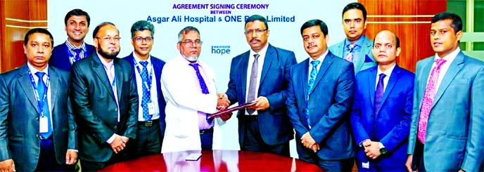 Md. Monzur Mofiz, AMD of ONE Bank Limited and Prof. Dr. Zabrul SM Haque, CEO of Asgar Ali Hospital, exchanging an agreement signing document at the banks head office in the city recently. Under the deal, the hospital will provide up to 10 per cent discount to all Debit, Prepaid and Credit Cardholders of the bank. High officials of both organizations were also present.