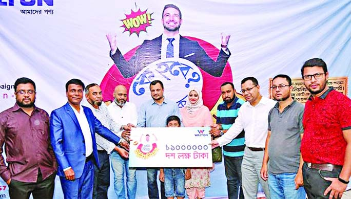 Walton Group's Executive Directors Uday Hakim and Ariful Ambia handing over the cheques worth of Tk 10 lakh and Tk 1 lakh to Anis Ul Alam and Md Ohidur Rahman at 'KSTL Enterprise' in Agrabad, Chattogram recently.