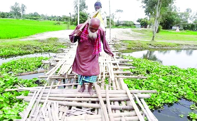 SUNDARGANJ (Gaibandha): A pucca bridge is needed  at Tarapur Union .People have to suffer for deplorable bamboo bridge .