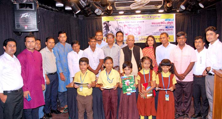 Prof Mahatabuddin Chowdhury and Prof Sukanto Bhattachriya distributed educational materials at a function in the Port City recently.