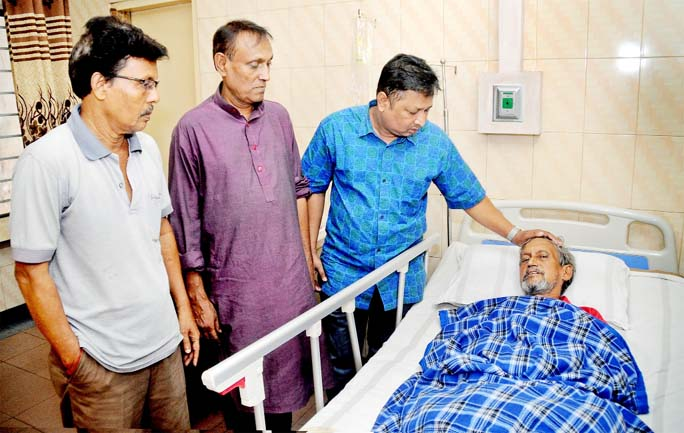 Leaders of Bangabandhu Sangnskritik Jote, Chattogram Unit visited ailing journalist Prodip Khastagir at Chattogram Medical Centre yesterday.
