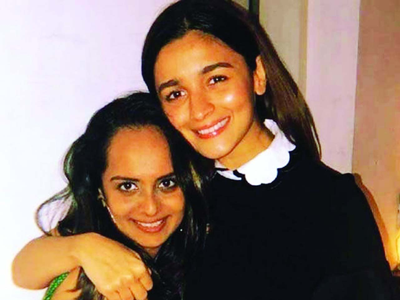 Alia Bhatt looks pretty as she turns up for her manager\'s party