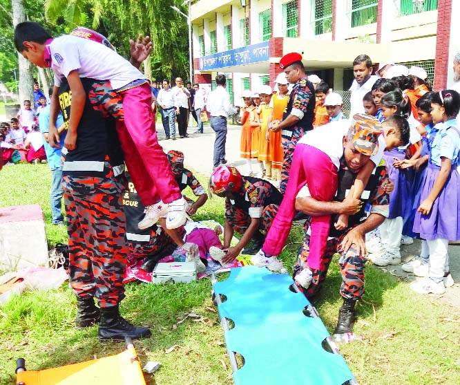 BHANGURA (Pabna): The Fire Service  Department arranged a fire  extinguishing exercise at Bhangura Upazila  in observance of the International Day for Disaster Risk on Sunday .