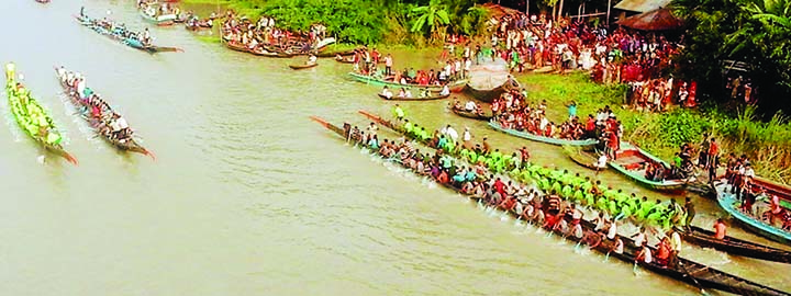 BARISHAL: A traditional race was held in Hortar Kanch River in Uzipur Upazila on Sunday.