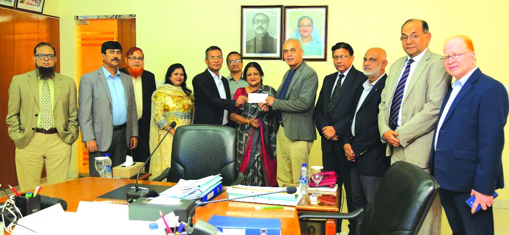 Md. Abdus Salam Azad, CEO of Janata Bank Limited, handing over a cheque of Tk. 2.00 crore as Cash Dividend for the year ended in 2018 on behalf of Janata Capital and Investment Limited (JCIL) to D. Jamal Uddin Ahmed, Chairman of Janata Bank Limited (JBL) on 16th October 2019 at the banks head office in the city recently. Dina Ahsan, CEO and Md. Zakir Hossain, General Manager of JCIL were also present.