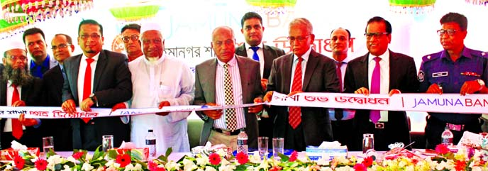 Engr AKM Atiqur Rahman, Chairman of Jamuna Bank Limited, inaugurating its 134th Branch at Rahimanagar at Kachua in Chandpur recently. Managing Director Shafiqul Alam and Jamuna Bank Foundation Chairman Al-Haj Nur Mohammed, among others, were present.