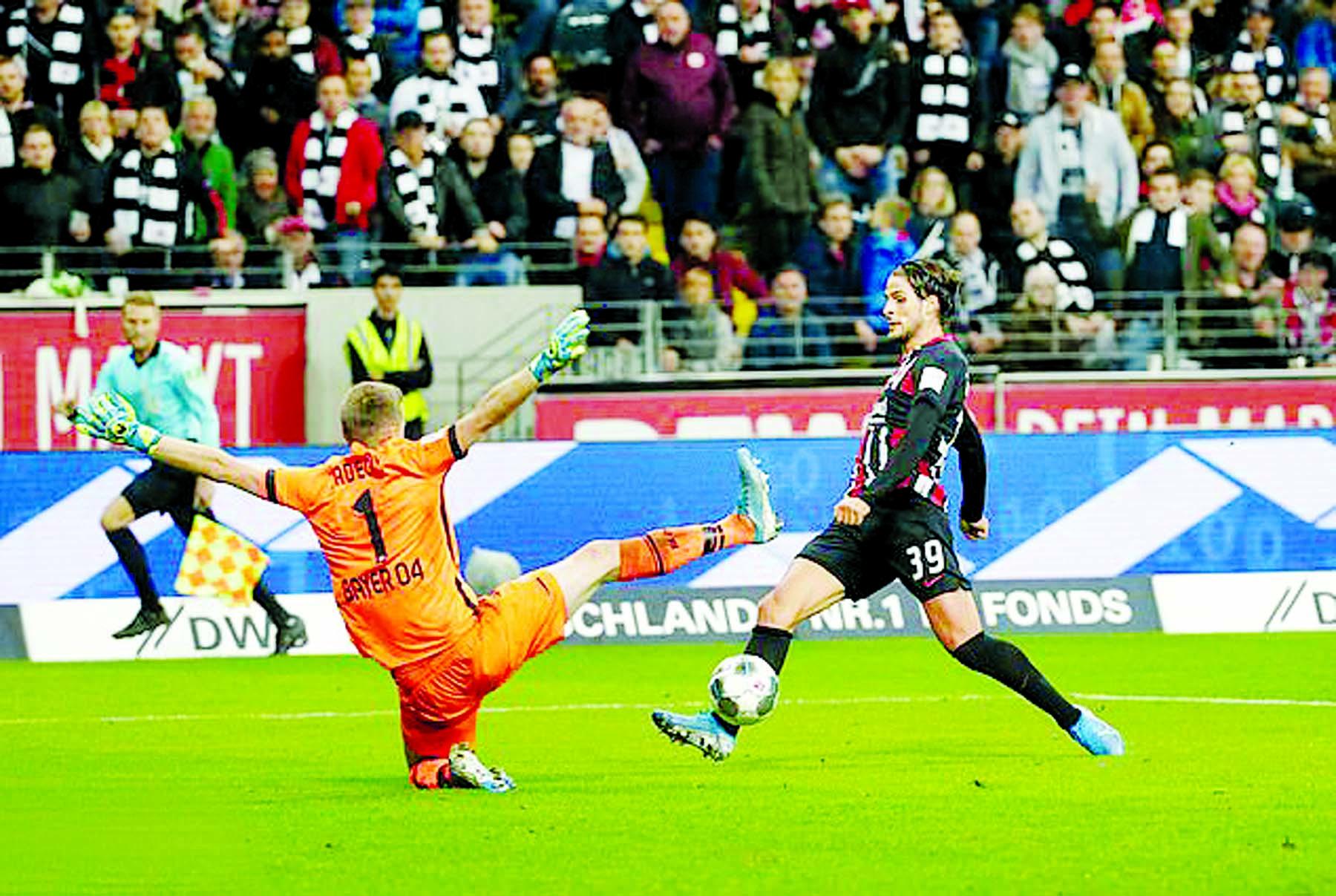 Frankfurt see off Leverkusen 3-0 in Bundesliga