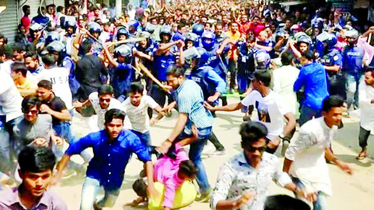 Police charge batons and dispersed two groups of BCL students engaged in clashes in front of Patharghata Awami League office at Barguna leaving 30 people injured following the expulsion of BCL General Secretary Enamul Hossain as intruder. This photo was taken on Saturday.