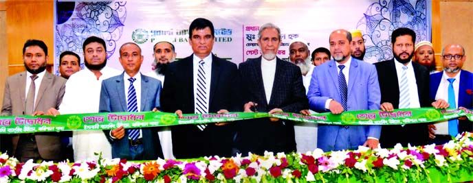 M. Azizul Huq, Chairman, Board of Directors of Pubali Bank Limited, inaugurating its Islamic Banking Window at Barishal branch recently as chief guest. Md. Abdul Halim Chowdhury, Managing Director, Mohammad Ali, DMD and other senior executives of the bank, were also present.