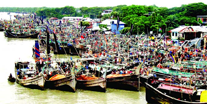 5 to 7 feet high storm surge may hit low-lying areas: All water transports suspended: Danger Signal. 7 for Mongla, Payra ports, Chattogram- 6: Govt takes all-out preparation: Shelter centers kept ready: State Minister