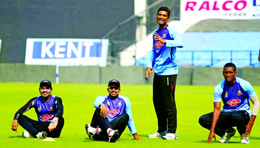 Bangladeshi  Mahmudullah (second from right) attends a practice session ahead of their third T20 international cricket match against India in Nagpur, India on Saturday.
