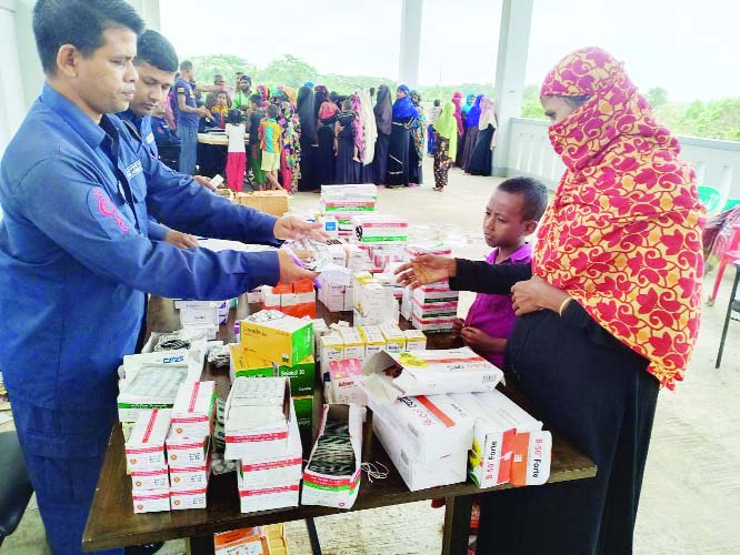 SATKHIRA:  Members of Coast Guard distributing medicine among the cyclone  'Bulbul'  victims at Gabura area in Satkhira  yesterday.