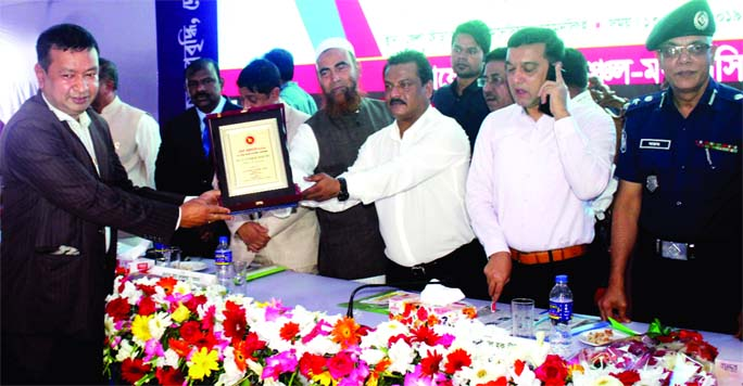MYMENSINGH: SMA Warez Naeem ,  Chairman , Jhenigati Upazila Parishad  and President, Jhenigati Upazila  Awami League receiving highest tax payer citation at  a reception  at  Mymensingh Zila Krira Sangstha Gymnasium yesterday.  State Minister for Social Welfare Sharif Ahmed MP was present as Chief Guest and Md Fazlul Rahman, Tax Commissioner presided over the meeting.  Ekramul Huq Titu, Mayor , Mymensingh City Corporation was present as special guest.