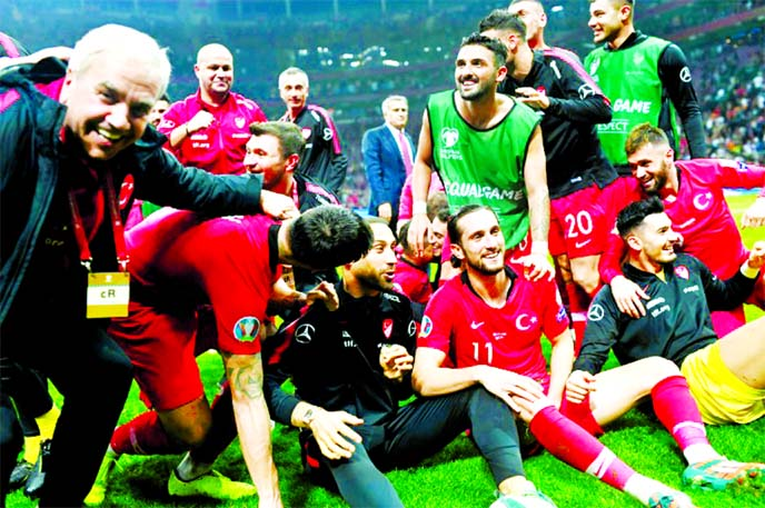 Turkey hold Iceland to reach Euro 2020 alongside France