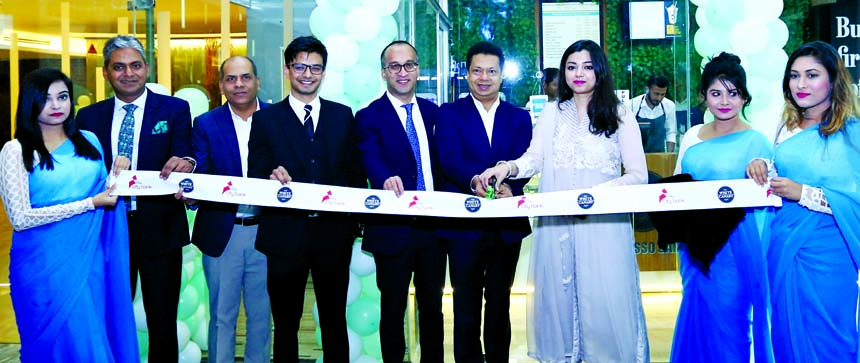 Aziz Al Kaiser, Chairman along with Mashrur Arefin, Managing Director of City Bank Limited, inaugurating the 3rd outlet of The White Canary Café at the head office premises of the bank at city's Gulshan-2 area in association with United States-based franchise chain Marble Slab Creamery, local franchisee Shanta Multiverse on Monday. Mayesha Khondoker, Managing Director of Shanta Multiverse and Anisul Haque, Chief Finance Officer of Shanta Holdings were also present.
