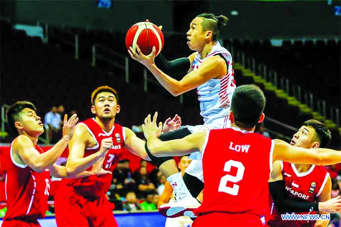 Thanh Sang Dinh (center) of Vietnam competes during the men's basketball preliminary match between Vietnam and Singapore at the Southeast Asian Games in Pasay City, the Philippines on Thursday.