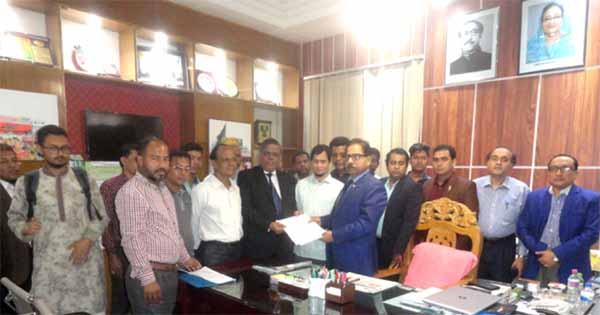 Homoeo College teachers, physicians jointly submitted memorandum  to Divisional Commissioner Abdul Mannan demanding removal of Govt nominated  Divisional  Physician  Representatives of Bangladesh Homoeopathy Board  on Wednesday.
