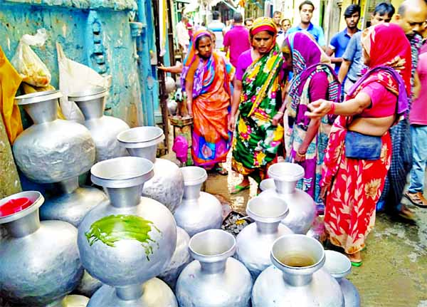Local people collect drinking water from a WASA pump at Pannitola in old town of Dhaka amid a crisis of supply water in the area. The photo was taken on Friday.