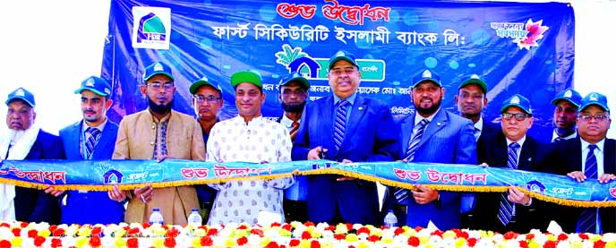 Syed Waseque Md Ali, Managing Director of First Security Islami Bank Limited, inaugurating its Agent Banking outlet at Khashir Abdullahpur Bazar of Beanibazar in Sylhet on Sunday. Md. Mustafa Khair, DMD, Kazi Motaher Hossain, Sylhet Zonal Head, Ali Nahid Khan, Head of Alternative Delivery Channel Division, Md. Faridur Rahman Jalal, VP of Agent Banking & Mobile Banking of the bank and local elites were also present.