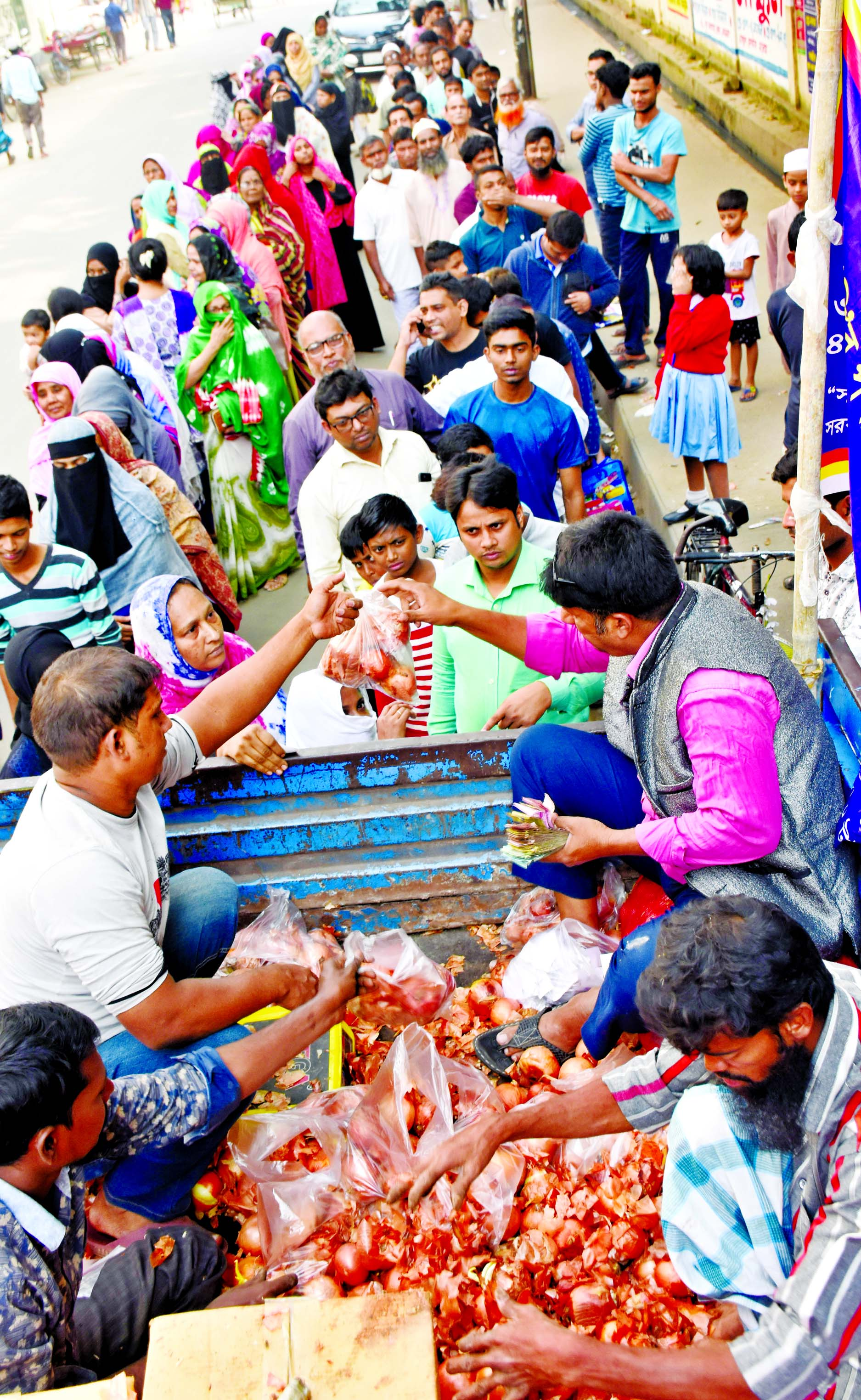 Consumers continue to form long queues to get onions at Tk 45 per kg sold by Trading Corporation of Bangladesh (TCB) at various points in the city as the prices of the key kitchen staple is still unstable. This photo was taken from in front of Azimpur Chhapra Mosque in Dhaka on Sunday.