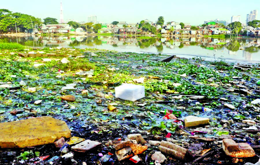 Locals and visitors regularly dumping waste at Gulshan lake area polluting water as well as degrading environment, despite DNCC's continuous cleanliness drive. This photo was taken on Monday.