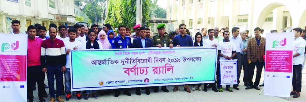 GOPALGANJ :  District Administration, Gopalganj  and  British Council jointly brought out a rally on the occasion of International Anti-Corruption Day  on Monday.