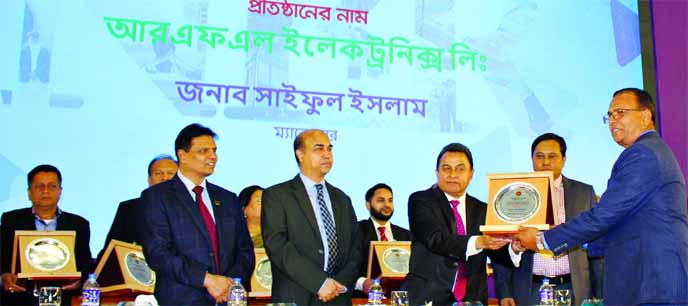 Choudhury Atiur Rasul, Director of PRAN-RFL Group Limited, receiving the highest VAT payer's award for 2017-2018 from Finance Minister AHM Mustafa Kamal at a programme held in the city on Tuesday. RFL Electronics Ltd, Habiganj Agro Ltd and Natore Agro Ltd received the award in production category respectively. Top officials of concerned company were also present.