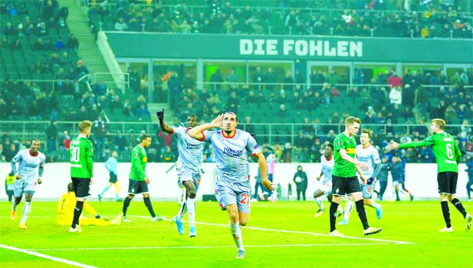 Gladbach out, Wolfsburg through in UEFA Europa League