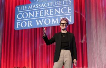 Rapinoe backs Warren for 2020 election