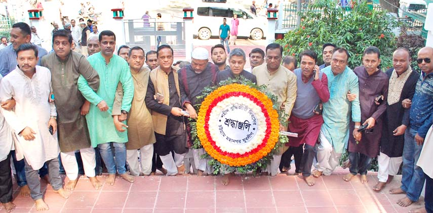 Leaders of Chattogram City Jubo League placing wreaths  at  Martyred Memorial in observance of the Martyred Intellectuals Day yesterday.