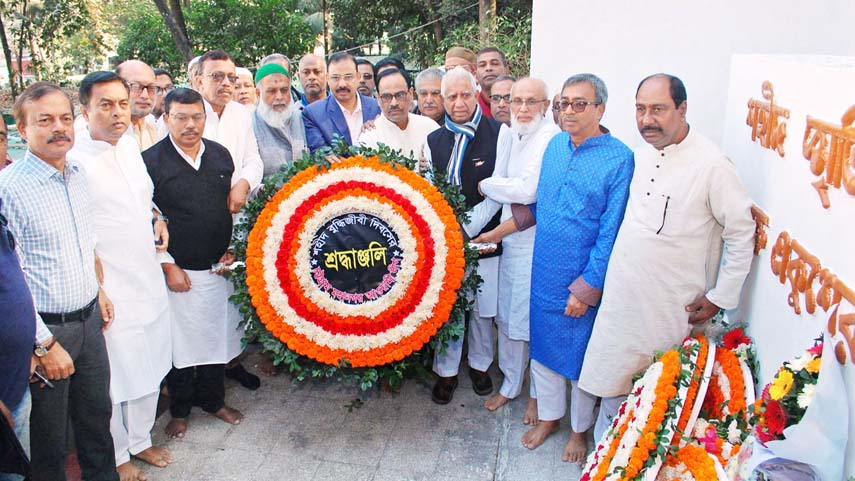 CCC Mayor A J M Nasir Uddin with  leaders of Awami League and its front organizations placing wreaths at the  Central Shaheed Minar , Chattogram  on Friday  midnight  to pay tributes to the Martyred Intellectuals  marking the Martyred Intellectuals  Day .