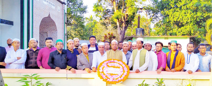 Leaders of BNP and its front organisations placing wreaths at the grave of Jubo Dal leader Md Idrish at the Port City recently.