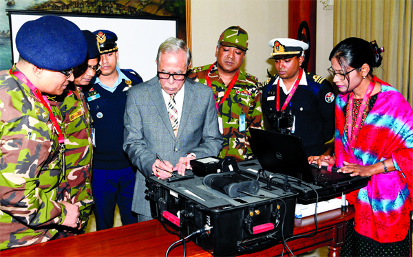 President Md Abdul Hamid putting his signature for e-passport at Bangabhaban on Monday.