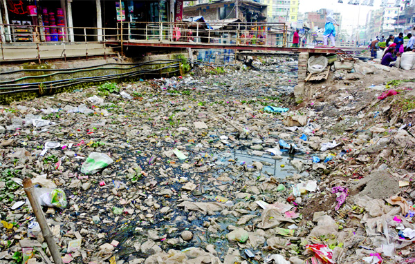 Piles of garbage, mostly plastic bottles and polythene bag, clog the Kutubkhali canal in Dhaka's Jatrabari area. This photo was taken from Shanir Akhra Bazar on Monday.