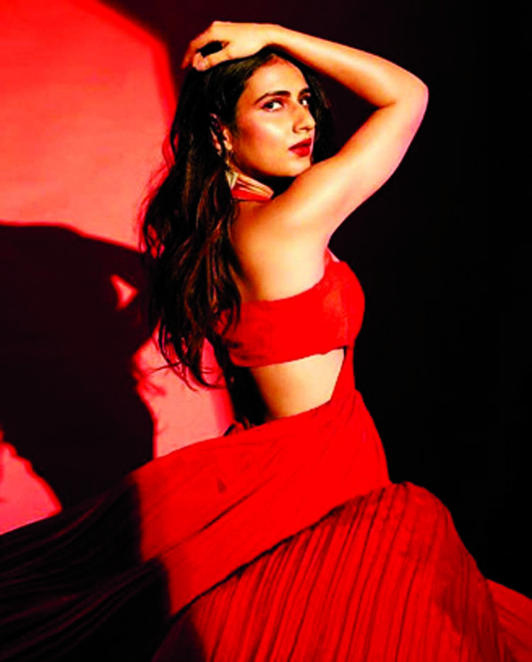 Fatima Sana Shaikh's latest story from the sets of 'Suraj Pe Mangal Bhari'