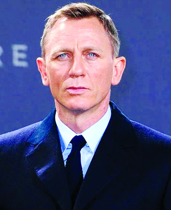 Daniel Craig on starring in Knives Out sequel