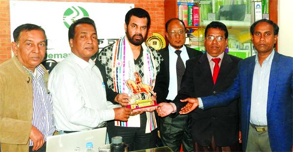 Ilias Kanchan receives BS Silver Pen Award Gouripur (Mymensingh) Correspondent