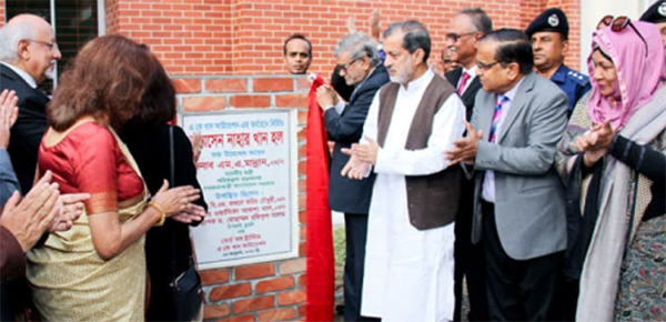 Planning Minister MA Mannan alongwith special guests and CUET VC  unveiled the plaque of Shamsun Nahar Hall  as Chief Guest at CUET campus  on Thursday .