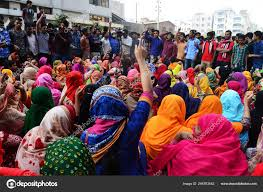 Garment workers block Tejgaon road over layoffs