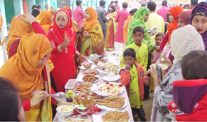 JHENAIDAH: A cake festival was  held at Jhenaidah oprganised by Mourning Bell  Children Academy in observance of Pahela Falgun and Valentine's Day on Friday.