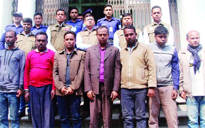 JASHORE: DB police arrested seven suspected extortionists and recovered Tk 30,000 from their possessions  at Prembagh village under Abhaynagar Upazila in Jashore  on Sunday.