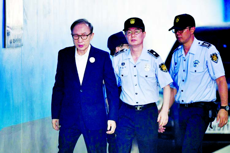 Ex-S Korean president Lee sent to jail